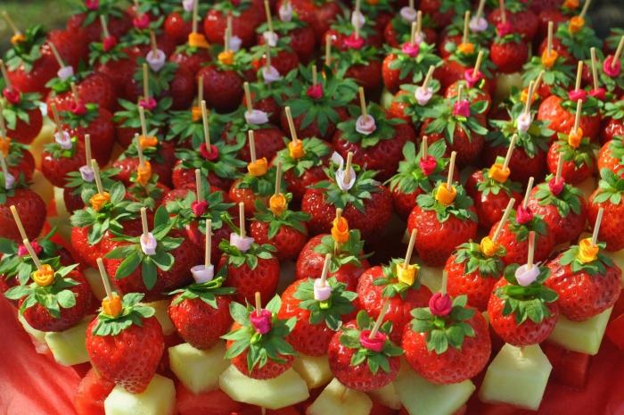 kathy-kolibry-bouchee-sucree-brochettes-de-fruits-700x465.jpg