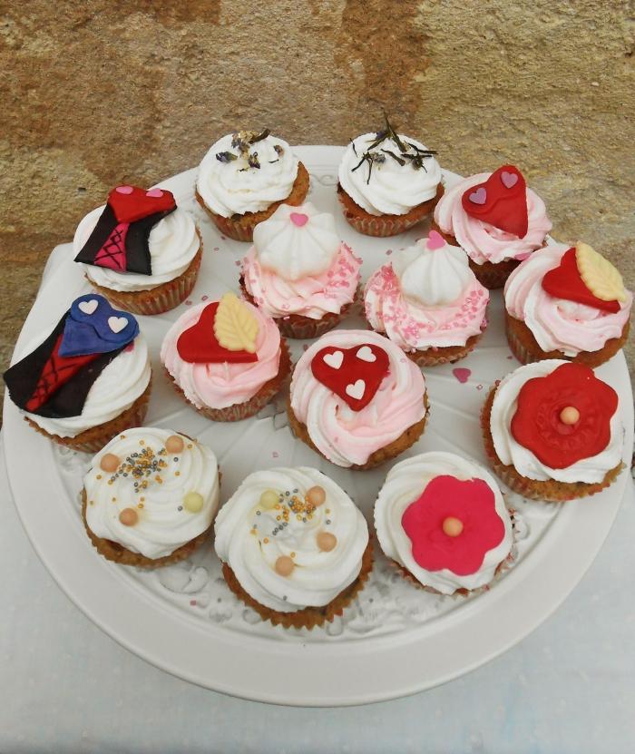 kathy-kolibry-cupcakes-inspiration-burlesque-700x831.jpg