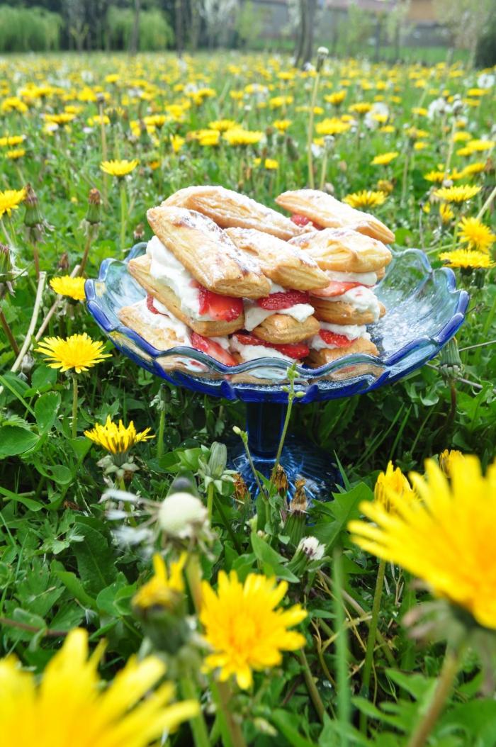 kathy-kolibry-dessert-mille-feuille-fraises-sans-oeufs-700x1054.jpg